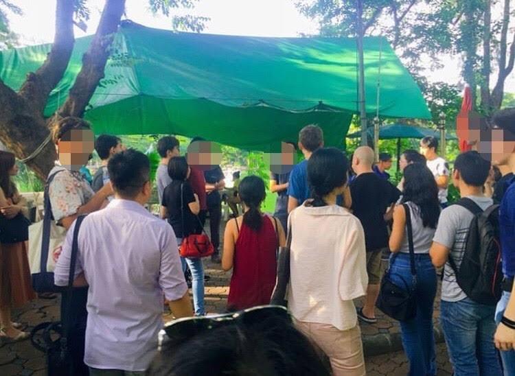 ルンピ二公園でミートアップする光景