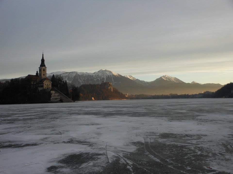 夜明けのブレッド湖