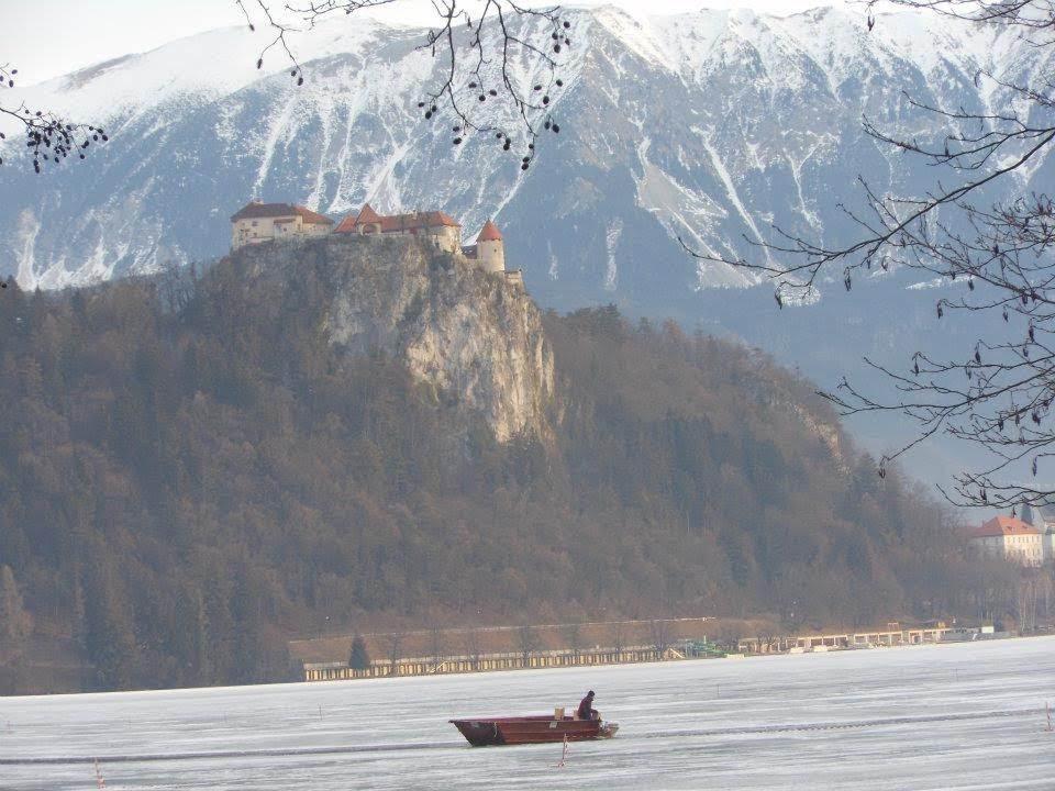 ブレッド城と凍結した湖