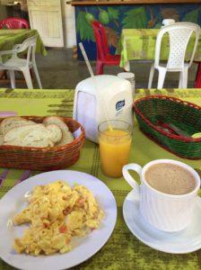 サン・アンドレス島の宿 Hostel Posada San Martin の朝食