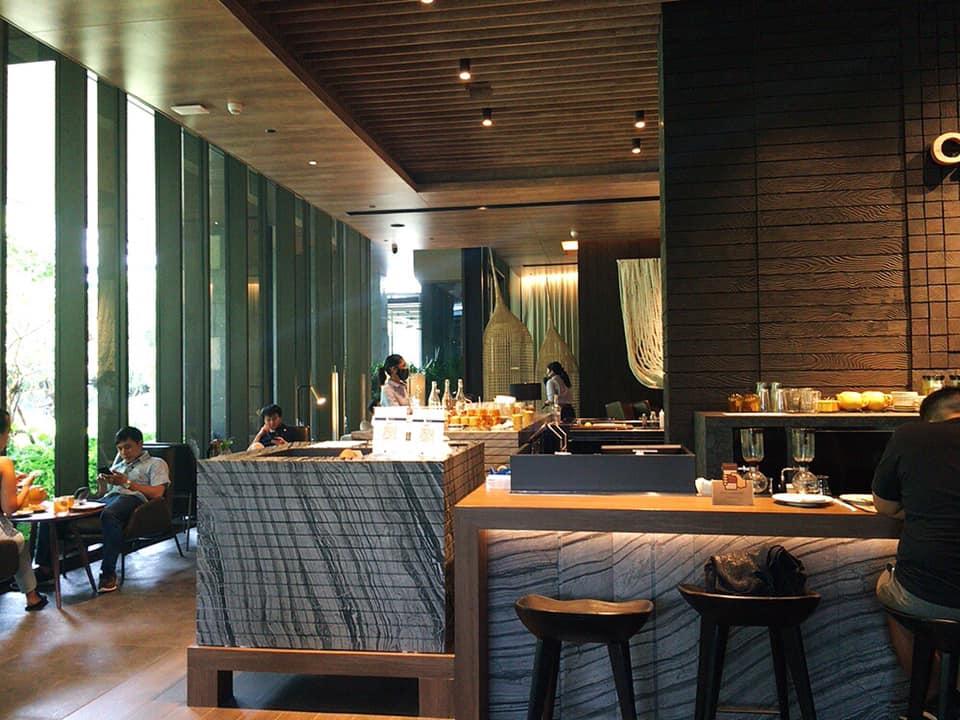 【Kimpton Maa-Lai Bangkok】ホテル1階の緑豊かな庭園カフェ「CRAFT」@ランスワン