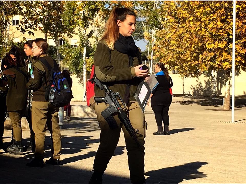 イスラエル 女性の兵役