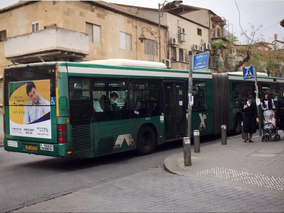 ユダヤ教徒専用の緑バス
