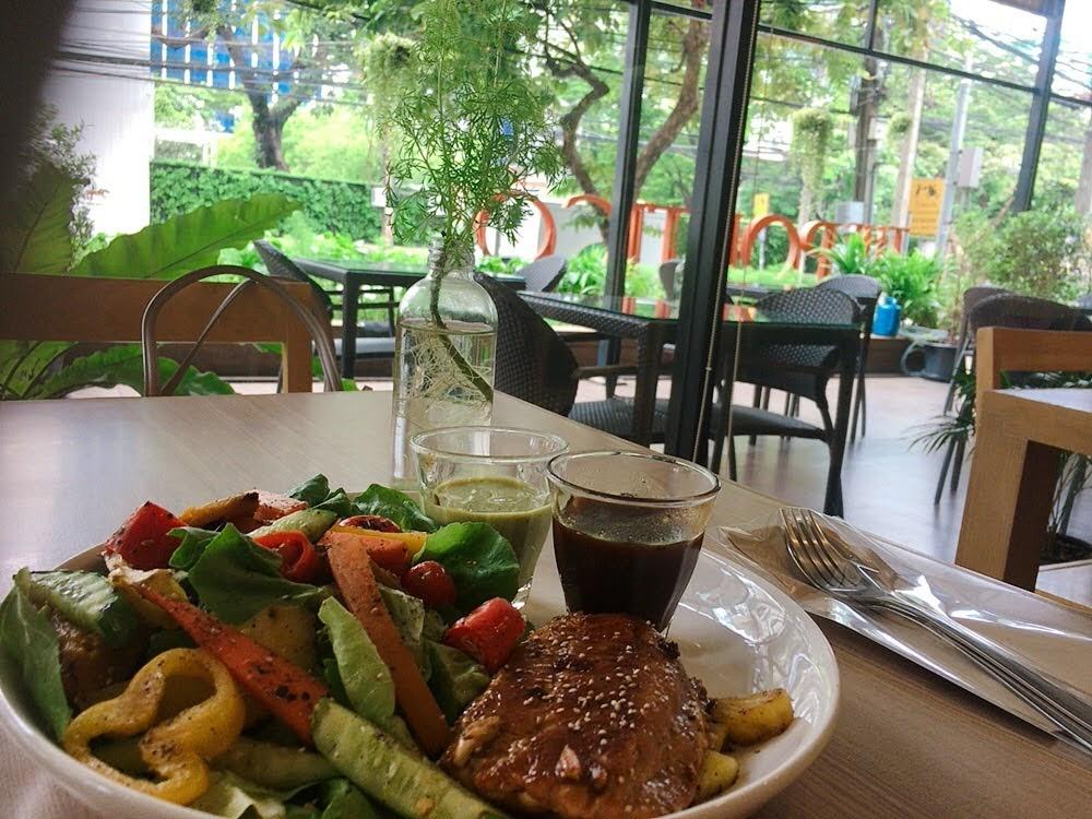 タイのオーガニック食品スーパー『Lemon Farm(レモンファーム)』チットロム店とそのカフェ