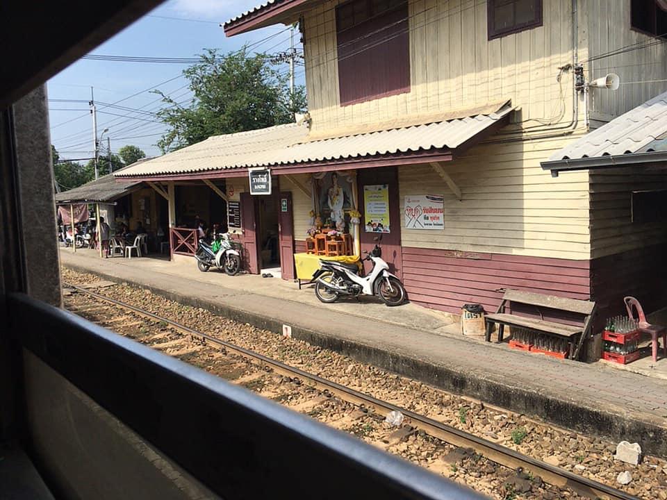 バンコク⇔港町マハチャイ、ロマン溢れるローカル鉄道日帰り旅【片道10バーツ】