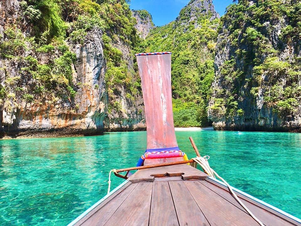 ピピ島でロングテールボートをチャーター