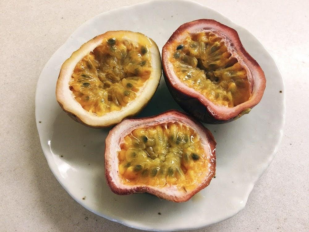 タイに来たら絶対食べたい!南国フルーツ10選【旬の時期やおすすめの食べ方も紹介】パッションフルーツ